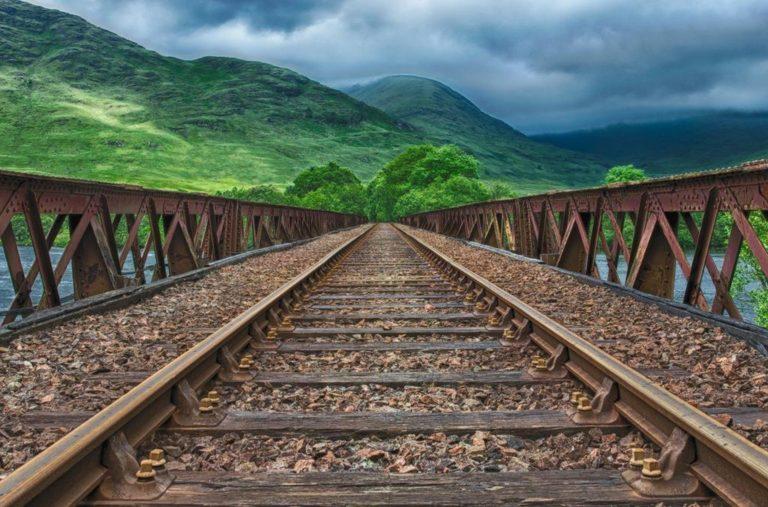 Wykonaj projekt sterowania ruchem kolejowym